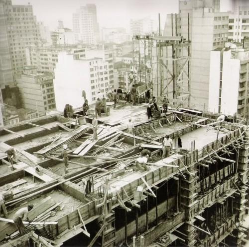 Construção do prédio da antiga CRT