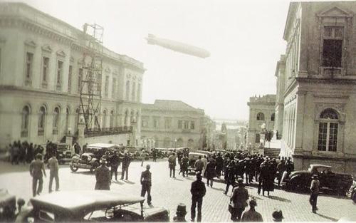 Dirigível Zeppelin sobrevoando Porto Alegre em 26/06/1934