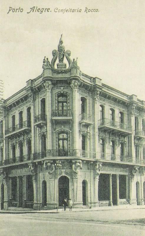 Prédio da Confeitaria Rocco, na esquina das ruas Dr. Flores e Riachuelo - 1945