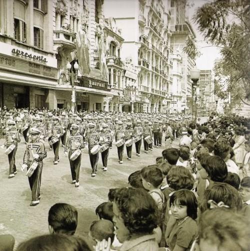 Rua dos Andradas (rua da Praia) em frente à Praça da Alfândega em 1960