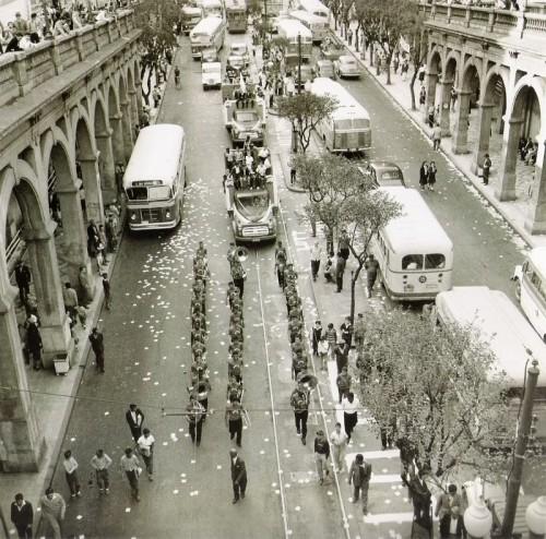 Avenida Borges de Medeiros sob o viaduto da Borges em setembro de 1960