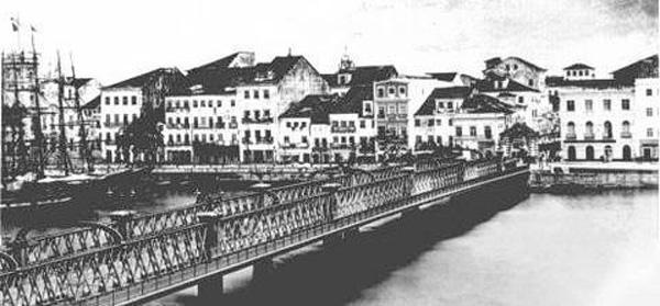 Antiga ponte 7 de setembro no bairro de Santo Antônio em 1870