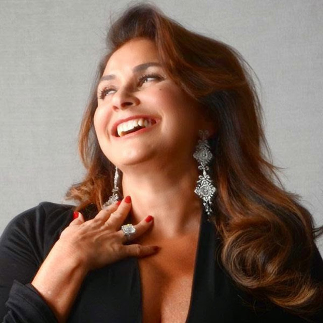 Hits de carreira e músicas de Chico, Tom, Menescal, Dolores Duran